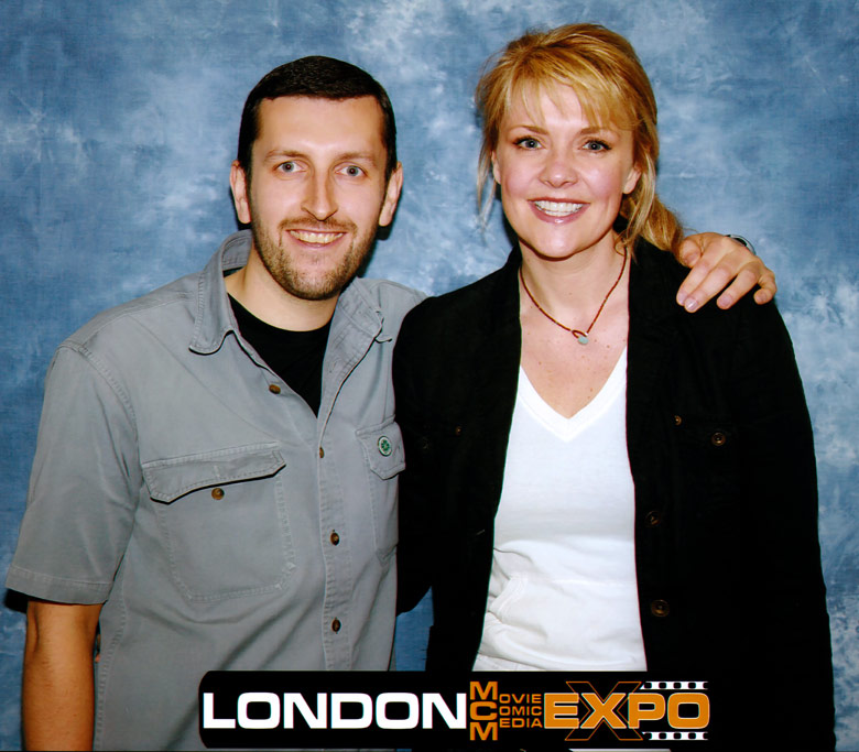 How tall is Amanda Tapping