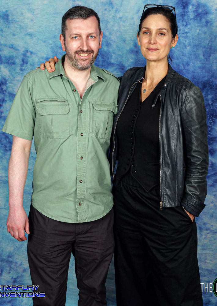 How tall is Carrie Anne Moss
