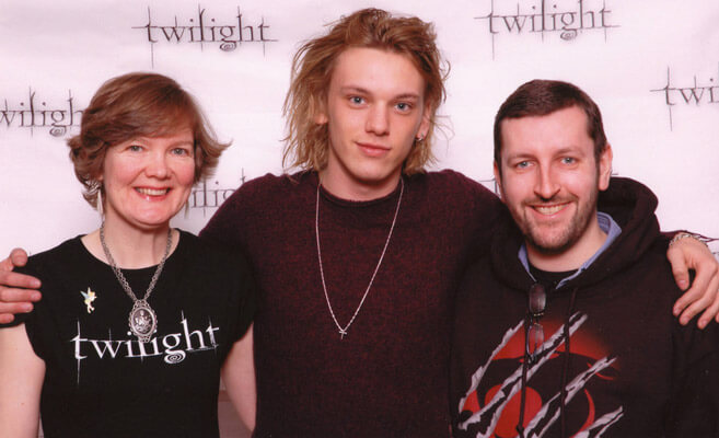 How tall is Jamie Campbell Bower