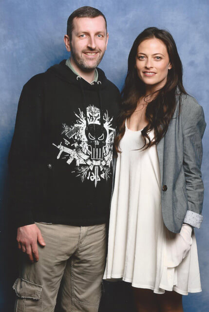 How tall is Lara Pulver