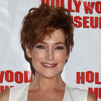 Height of Carolyn Hennesy