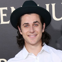 Height of David Henrie