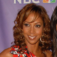 Height of Holly Robinson Peete
