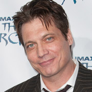 Height of Holt McCallany