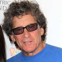 Height of Paul Michael Glaser