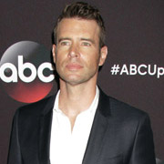 Height of Scott Foley