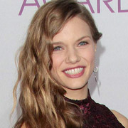 Height of Tracy Spiridakos