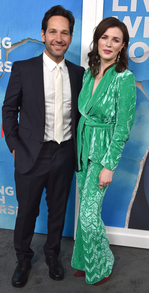 How tall is Aisling Bea