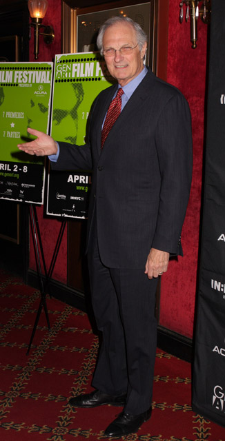 How tall is Alan Alda