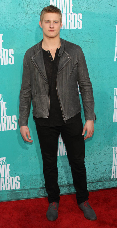 How tall is Alexander Ludwig