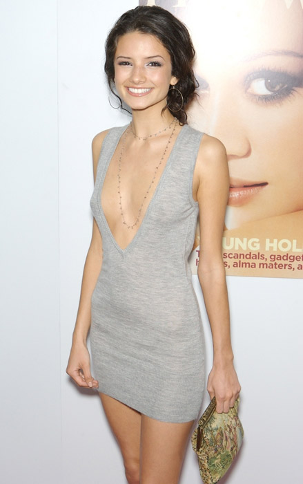 How tall is Alice Greczyn