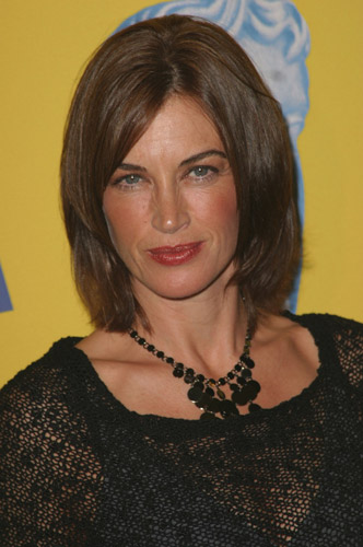 How tall is Amanda Pays