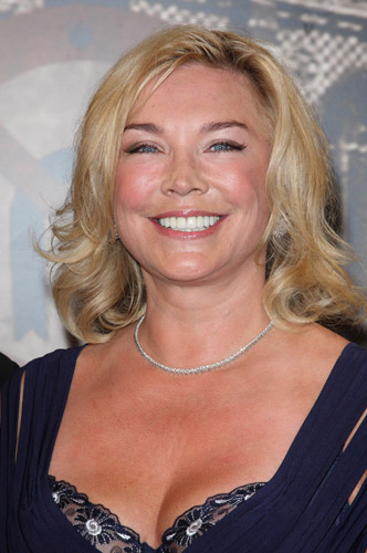 How tall is Amanda Redman