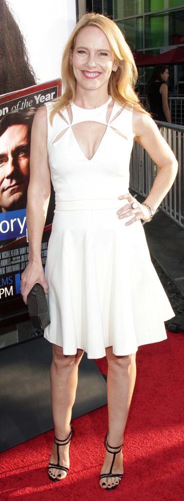 How tall is Amy Ryan