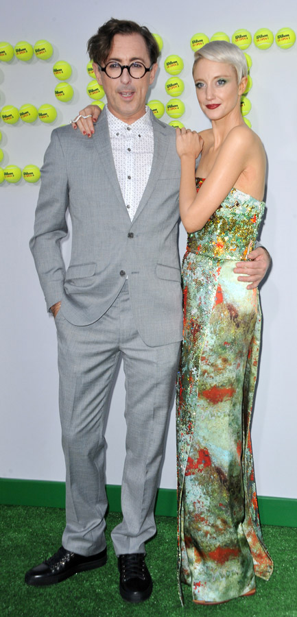 How tall is Andrea Riseborough