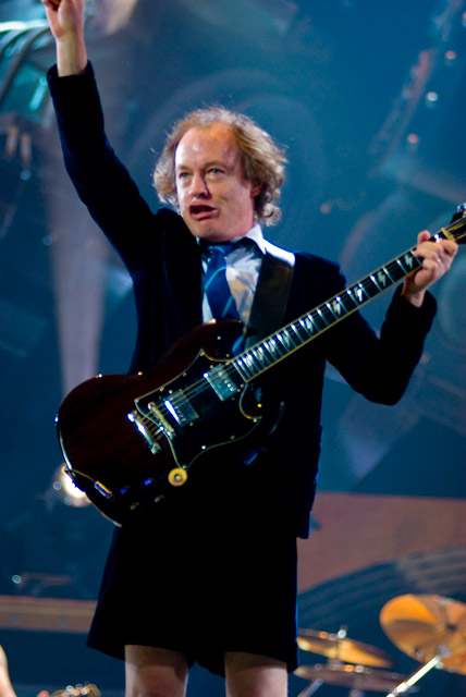 How tall is Angus Young