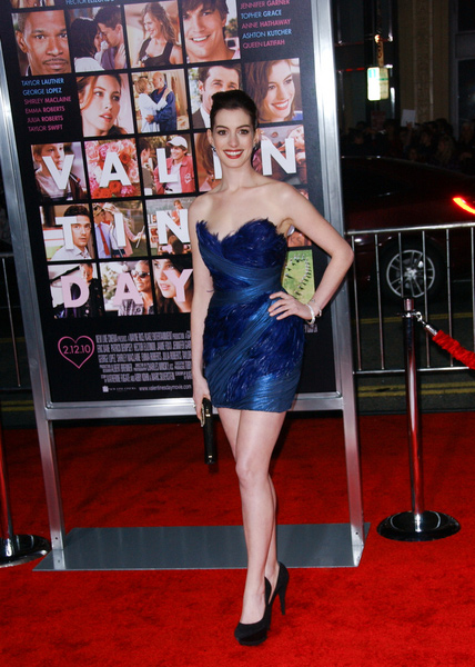 How tall is Anne Hathaway