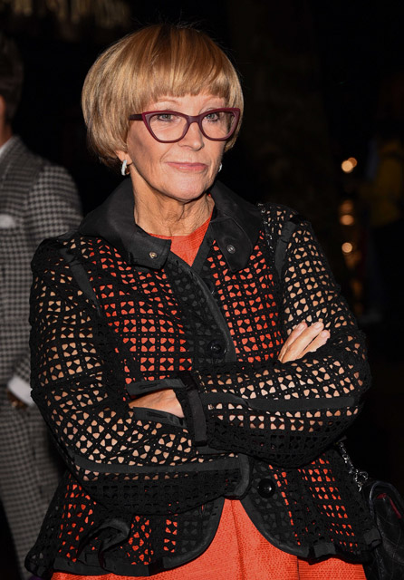 How tall is Anne Robinson