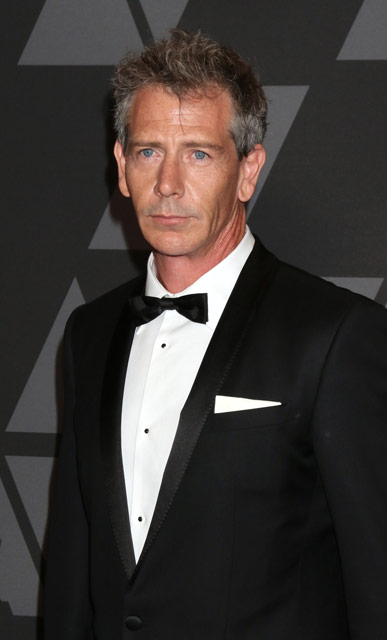 How tall is Ben Mendelsohn