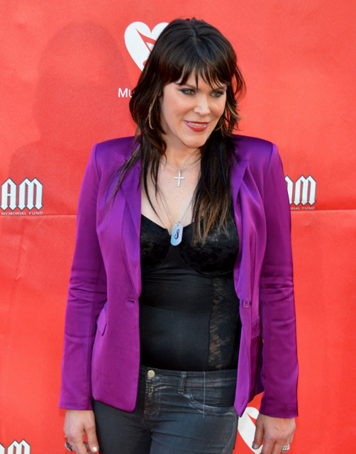 How tall is Beth Hart