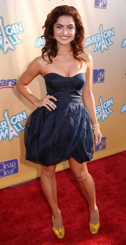 Brooke Lyons Height