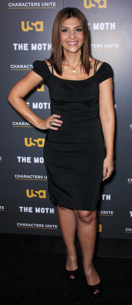 How tall is Callie Thorne