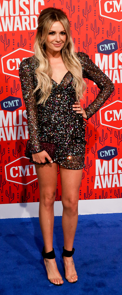 How tall is Carly Pearce