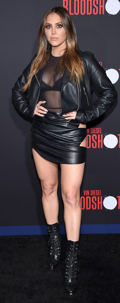 How tall is Cassie Scerbo