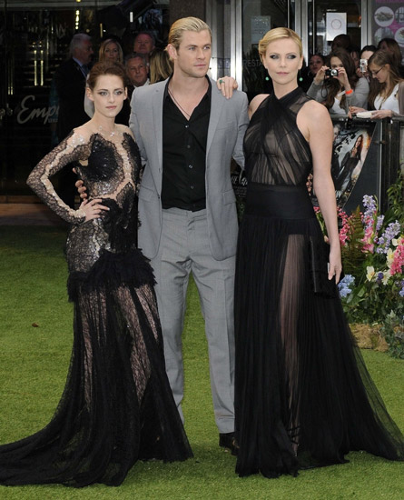 Charlize theron height how tall kristen stewart chris hemsworth and charlize photo by pr photos voltagebd Choice Image