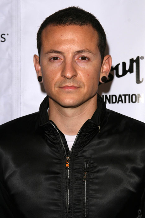 How tall is Chester Bennington