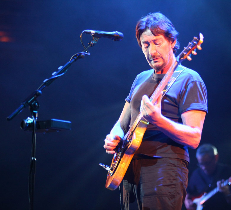 How tall is Chris Rea