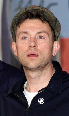 How tall is Damon Albarn