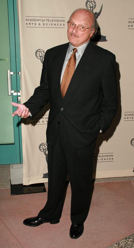 How tall is Dennis Franz