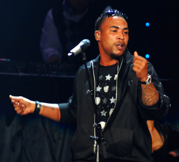 How tall is Don Omar