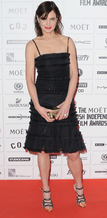 How tall is Elizabeth McGovern