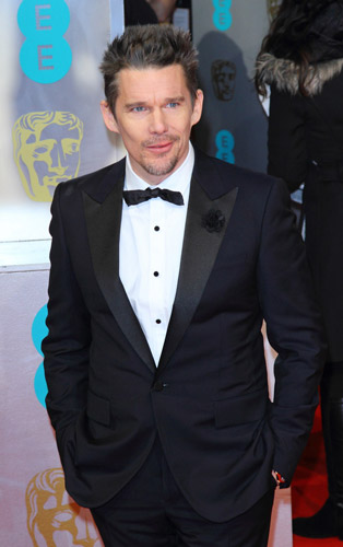 How tall is Ethan Hawke