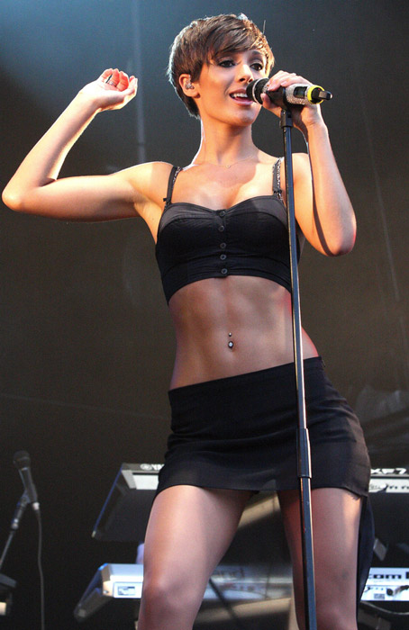 Frankie Sandford height is 5ft 4