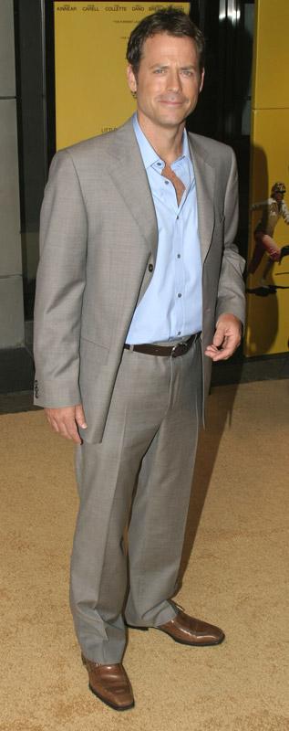 How tall is Greg Kinnear