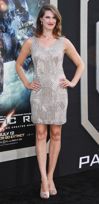 How tall is Heather Doerksen