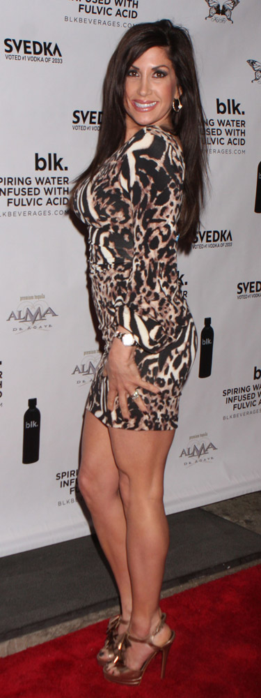 How tall is Jacqueline Laurita