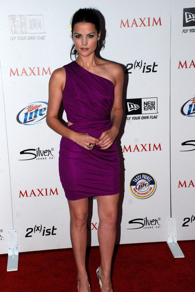 How tall is Jaimie Alexander