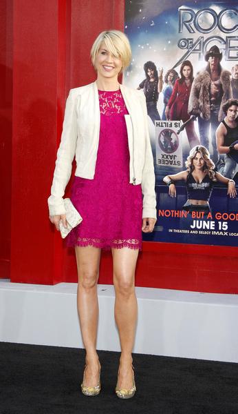 Jenna Elfman Height How Tall