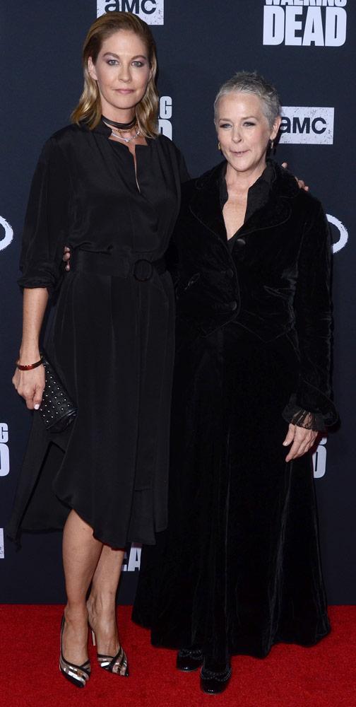 How tall is Jenna Elfman