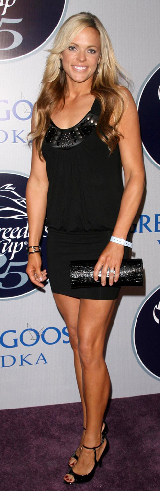 How tall is Jennie Finch