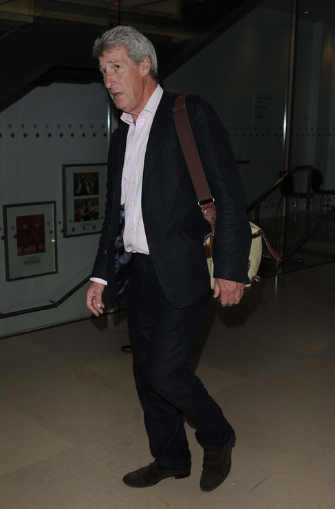 How tall is Jeremy Paxman