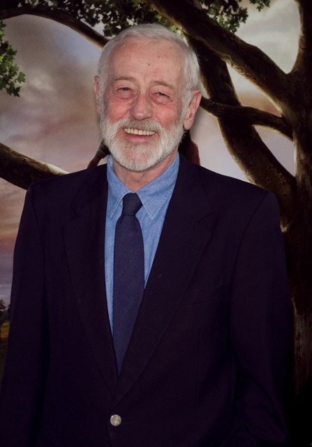 How tall is John Mahoney