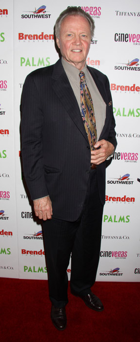 How tall is Jon Voight