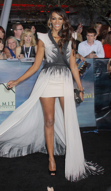 How tall is Judi Shekoni
