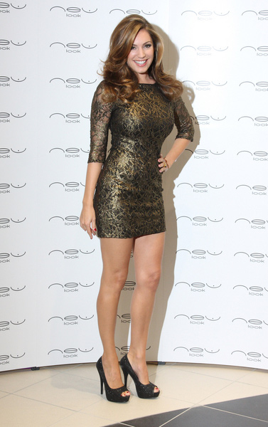How tall is Kelly Brook