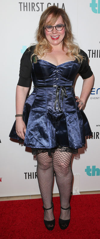 How tall is Kirsten Vangsness
